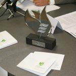 estatua-premios-fundación-cel