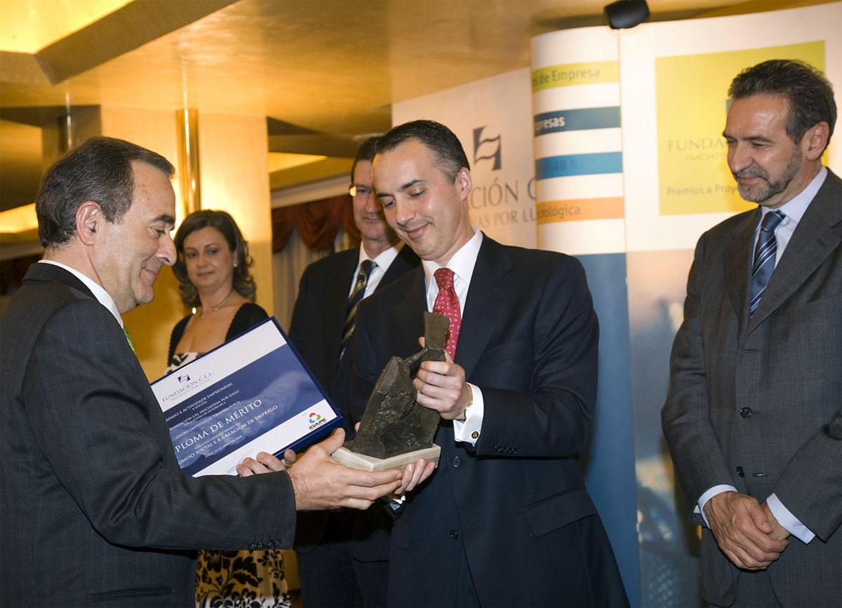 Ganador del Premio al Compromiso Social y a la Creación de Empleo: Grupo Empresarial TRANSMONBUS.